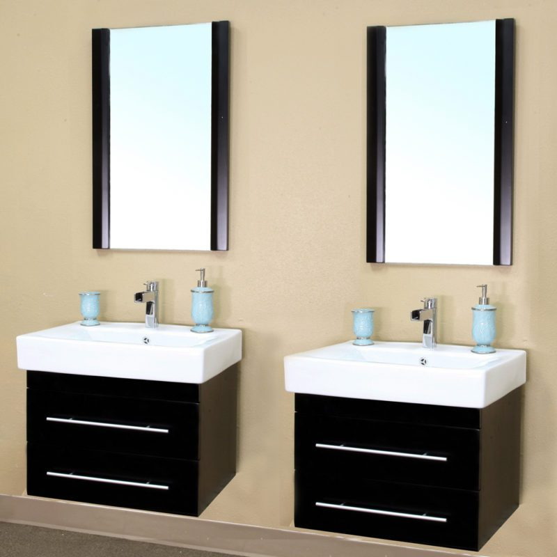 The pros and cons of a double sink bathroom vanity for Pictures of bathrooms with double sinks